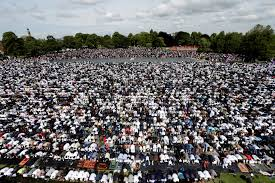 Celebration In Uk Pictures Show Almost 90 000 Muslims Gathered In