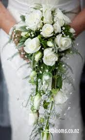 wedding flowers nz trailing and teardrop bouquets auckland wedding flowers best