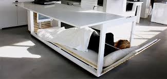 le bureau on veut le bureau lit pour pouvoir faire la sieste au bureau