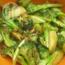 cuisiner brocolis a la poele recette sauté de brocolis rapide toutes les recettes allrecipes