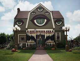 homes decorated for halloween these halloween decorated homes will blow you away