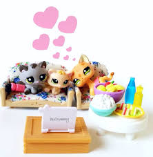 Lps Help Desk Lps Movie Night Lps Pinterest Lps Pet Shop And Toy