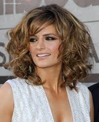 hair styles for going out stana katic mid length hairstyle with root lift and chunky curls