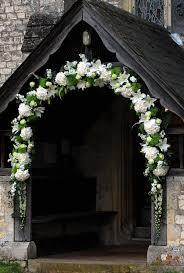 wedding arch using doors luk kwiatowy moze rowniez dekorowac wejscie do malego lokalnego