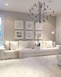 chambre taupe et gris chambre taupe tête de lit en cuir blanc capitonné et coussins gris