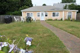 2 beds 1 bath single family home rental at 24 middleton in newport
