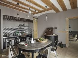 cuisine industrielle deco melange des styles dans cette maison à la déco industrielle et