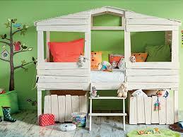 alinea chambre enfants lit cabane pour enfant style bois en solde chez alinea enfants