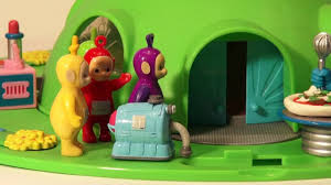 play doh teletubbies eat pizza made by cookie monster he uses fun