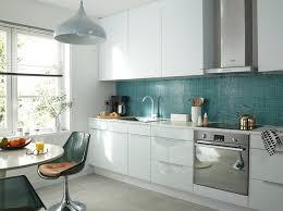 cuisine bleue et blanche cuisine blanche mur gris bleu chaios com