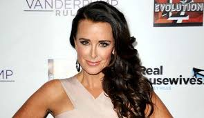 brandi house wives of beverly hills short hair cut rhobh star kyle richards is not friends with brandi glanville