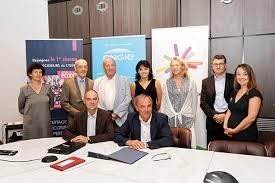 chambre de commerce et d industrie de grenoble grenoble ecobiz signature de partenariat ecobiz cci grenoble et engie