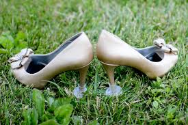 wedding shoes for grass how not to aerate your venue s lawn weddingbee