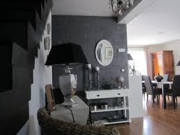 cuisine blanche ouverte sur salon cuisine indogate cuisine blanche mur bleu canard couleur mur salon