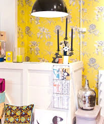 wallpaper for livingroom a yellow wallpaper in the bedroom or living room looks