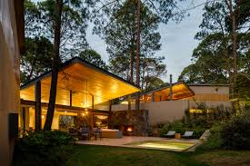 arquitectos design a home surrounded by forests in avandaro mexico