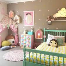 wandgestaltung mädchenzimmer mädchenzimmer gestalten dekorieren grünes bett farbige wände
