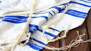prayer shawl symbolism the tallit and tzitzit jews for jesus