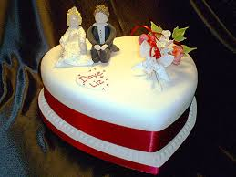 heart shaped wedding cakes weddingspies heart shaped wedding cakes the