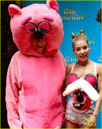 halloween costume robin kelly ripa miley cyrus vmas halloween costume with michael