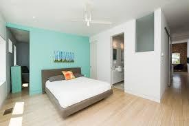 chambre des d ut revtement de sol chambre coucher lit bois blanc personne au
