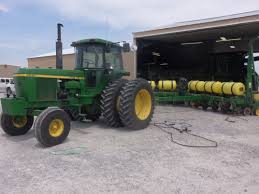 john deere 4630 hooked to 12 row 7200 corn planter john deere