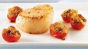 comment cuisiner les petoncles pétoncles poêlés et tomates grillées au pesto recettes iga apéro