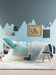 chambre garcon bleu et gris chambre enfant peinture géométrique montagnes harmonie de bleu