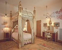 Furniture In Your Bedroom In Spanish Donald Trump Mar A Lago