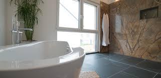 naturstein badezimmer natursteinfliesen im bad