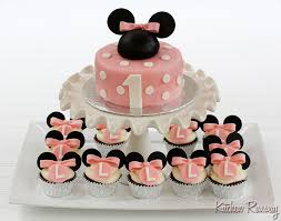 minnie mouse cupcakes minnie mouse cake and cupcakes kitchen runway