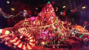 Christmas Window Decorations Chicago by Macy U0027s Beautiful Ceiling And Holiday Window Displays Picture