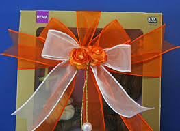 Gift Wrapping How To - holiday gift wrapping how to tie ribbon around a gift box