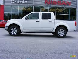 nissan frontier crew cab 2009 avalanche white nissan frontier se crew cab 13892118