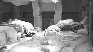 Kiss In Bed Kevin And Pili Kiss In Bed 4 18 15 Youtube