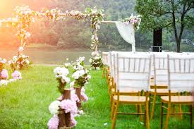 What To Wear To Backyard Wedding What To Know When Attending An Outdoor Wedding In The Summer