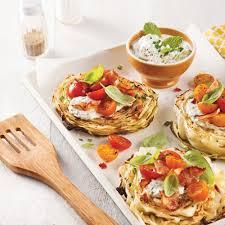 cuisiner du choux vert chou vert rôti aux tomates bacon et tzatziki recettes cuisine