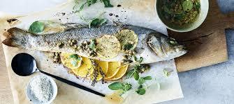 cuisiner un bar entier bar entier aux agrumes carrefour le poisson c est bon