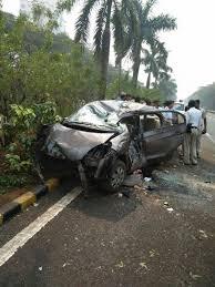 accident of honda city car on navi mumbai palm beach road sighted