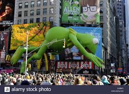 ny times thanksgiving thanksgiving parade kermit the frog times square broadway