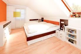 schlafzimmer mit dachschrge schlafzimmer schräge streichen fesselnde auf moderne deko ideen