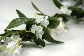 garland white silk 62in