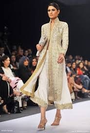 wedding dress designer jakarta aeisha varsey creation at pakistan fashion week wedding inspirasi