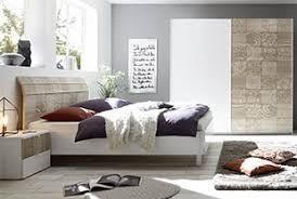 chambre contemporaine blanche chambre adulte complète contemporaine au style épuré