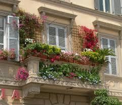 amazingly pretty decorating ideas for tiny balcony spaces 33