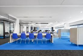 banque de bureau nouveaux bureaux dynamiques et colorés pour la banque nationale