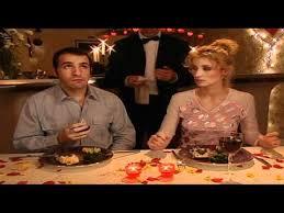 un gars une fille dans la cuisine un gars une fille fêtent la valentin court metrage
