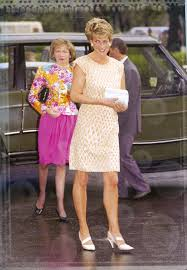 diana burial catherine walker dress diana buried where to find in 2017
