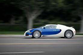 blue bugatti file white blue bugatti veyron 10914705184 jpg wikimedia commons