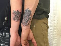 ring finger matching lion tattoos for couples http